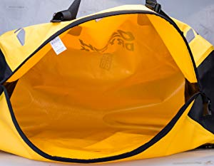 IRON JIA'Sの多機能キャリアバッグが出し入れしやすい大きな開口部が魅力的