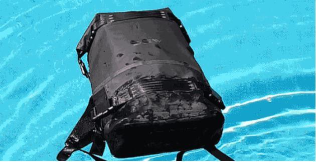 多機能バックパックAVAILは水に浮く超撥水