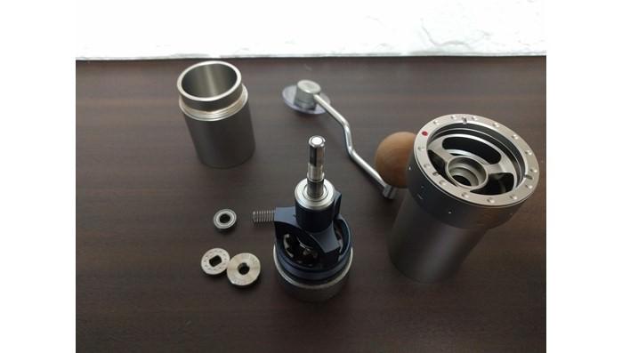 ポータブル手挽きコーヒーグラインダーZproの分解方法