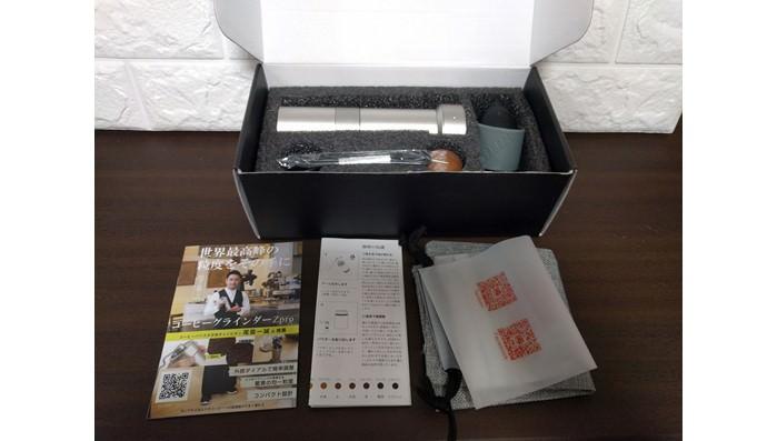 ポータブル手挽きコーヒーグラインダーZproの同梱物を確認する
